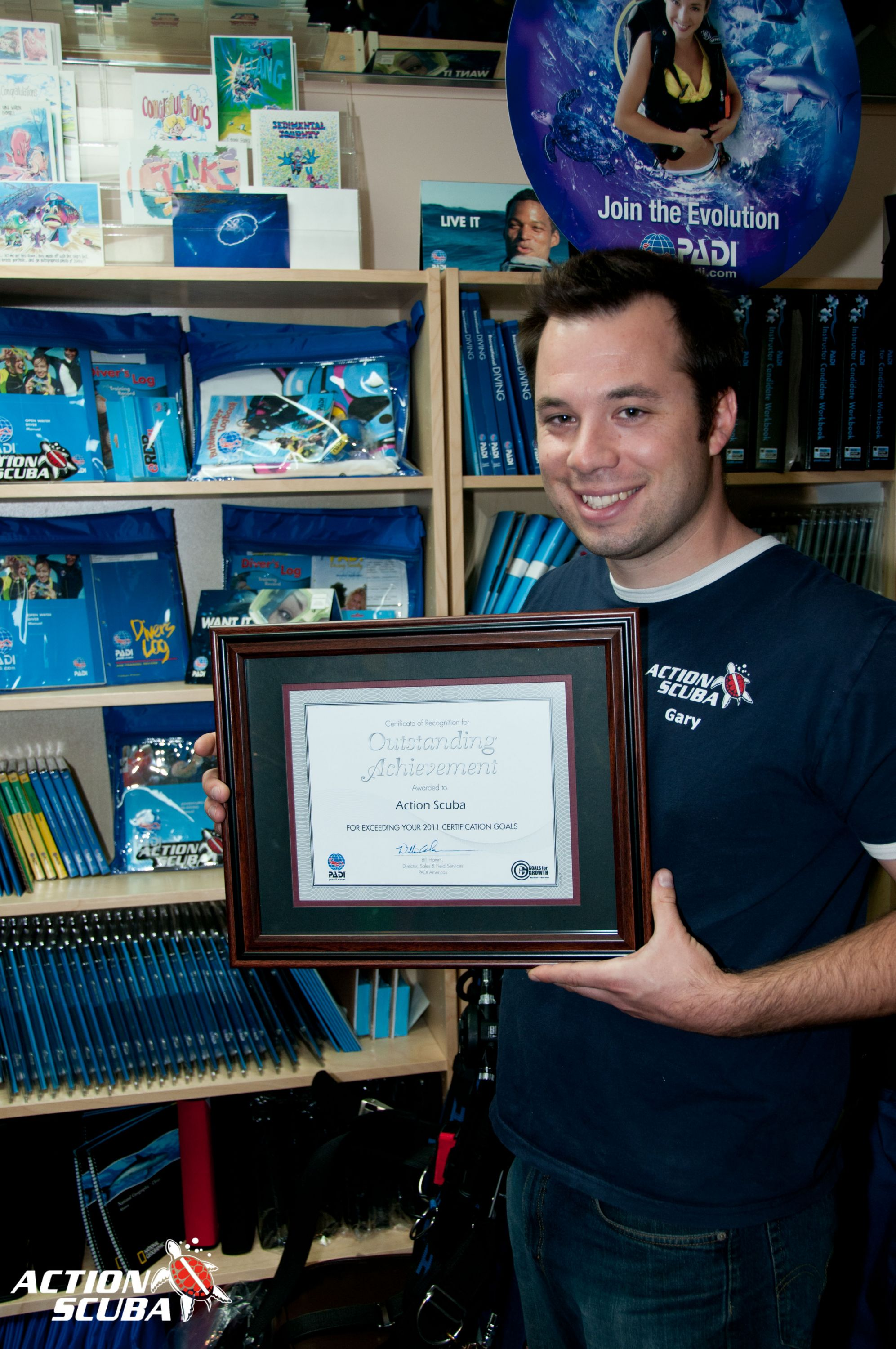 Action Scuba Montreal receives an award of outstanding achievement from PADI for scuba diving excellence